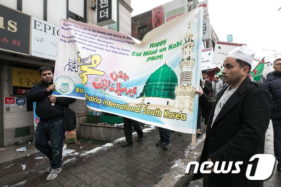 [사진]무함마드 탄신일 기념하며 행진하는 이슬람교 신도들