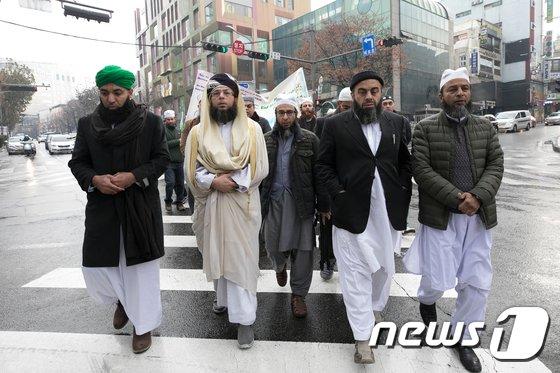 [사진]무함마드 탄신일 기념 행진하는 이슬람교 신도들