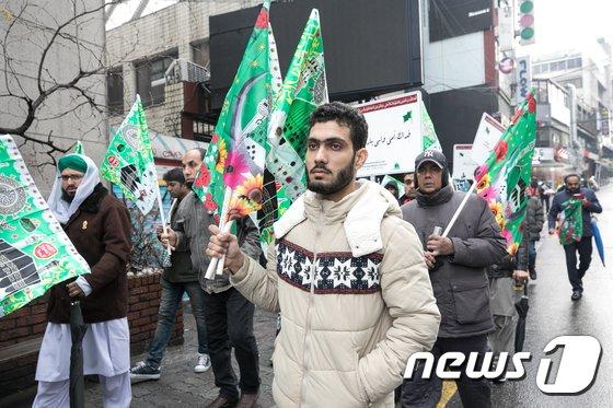 [사진]행진하는 이슬람교 신도들
