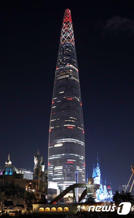 [사진]평창올림픽 성화 점등된 롯데월드타워