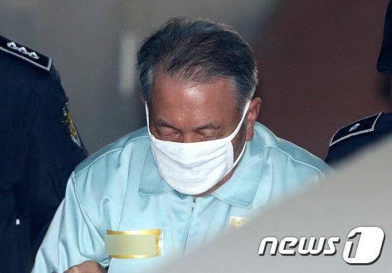[사진]법정 향하는 김기춘