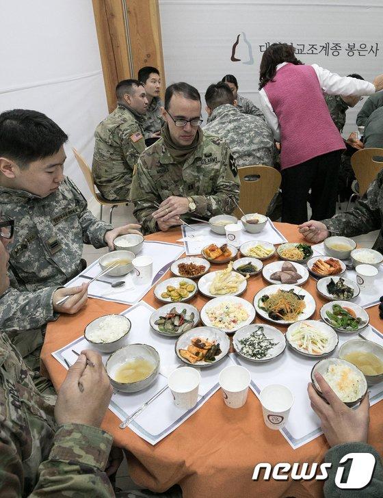 [사진]봉은사 찾은 주한미군 군종장교들