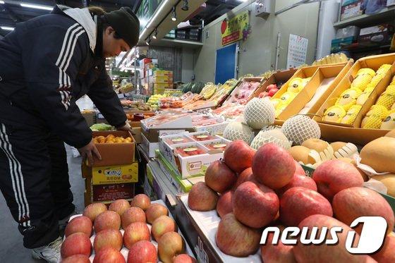 [사진]'김영란법 개정안 가결에 과일 선물세트 증가기대'