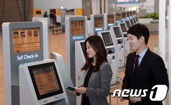 [사진]인천공항 제2여객터미널 셀프체크인 시연