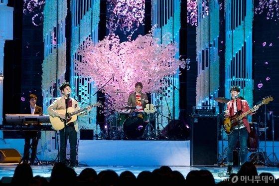 아이돌 그룹의 노래와 달리 발라드 노래는 감동적인 서사를 통해 청자와의 감정 교류를 가능케 했다. /사진=머니투데이 DB