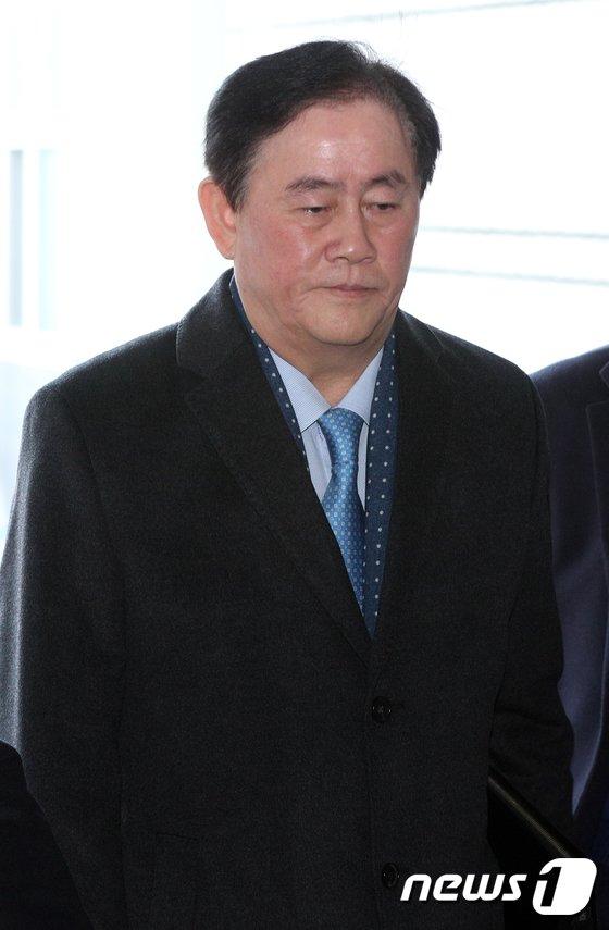 [사진]굳은표정의 최경환 '영장심사 출석'