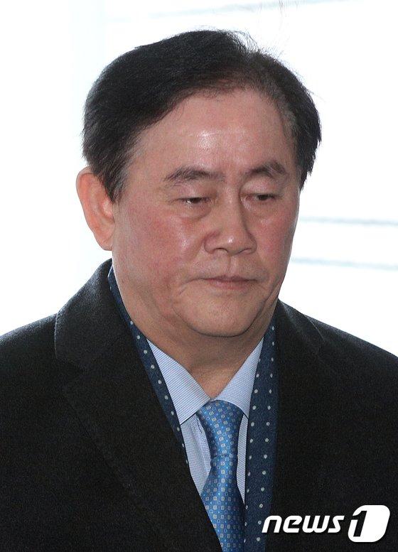 [사진]최경환 '묵묵부답'