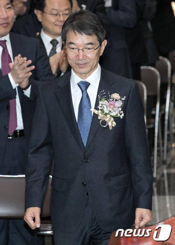 [사진]취임식 참석하는 안철상 신임 대법관