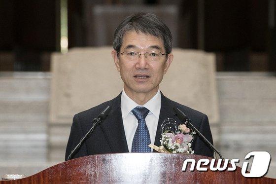 [사진]취임사하는 안철상 신임 대법관