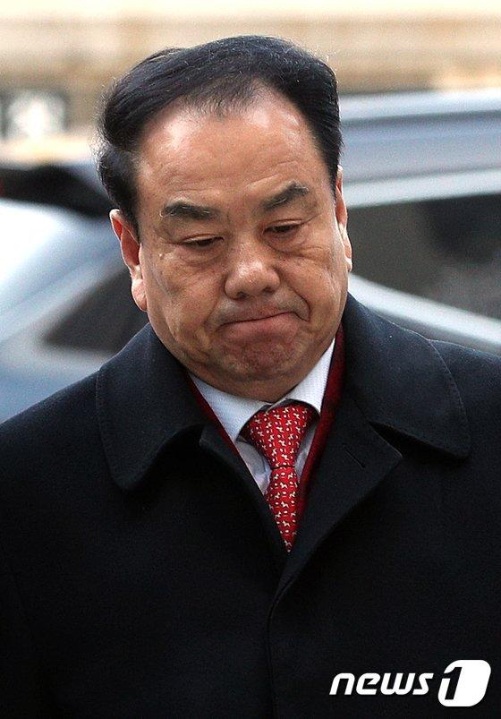 [사진]이우현 의원 '침묵'