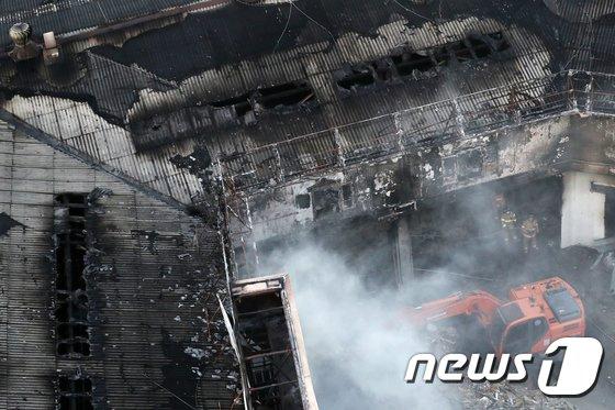 [사진]새까맣게 그을린 서교동 화재현장, 인명피해는 없어