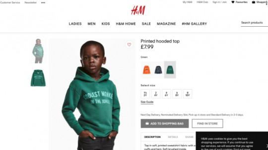 H&M 영국 온라인스토어에 게시된 사진. 흑인 소년에게 '정글에서 가장 끝내주는 원숭이'(Coolest monkey in the jungle)라고 쓰여진 옷을 입고 있다. 현재는 삭제된 상태 /사진=H&M 영국 온라인스토어