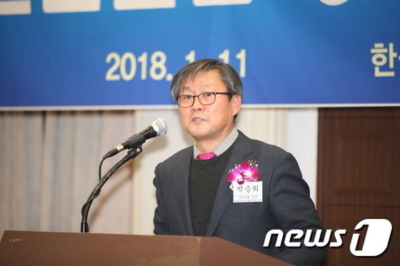 [사진]취임사하는 박승희 관훈클럽 총무