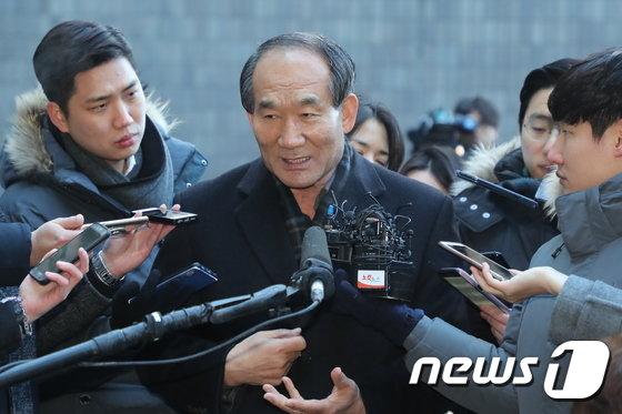 [사진]검찰 출석하는 박승춘 전 국가보훈처장