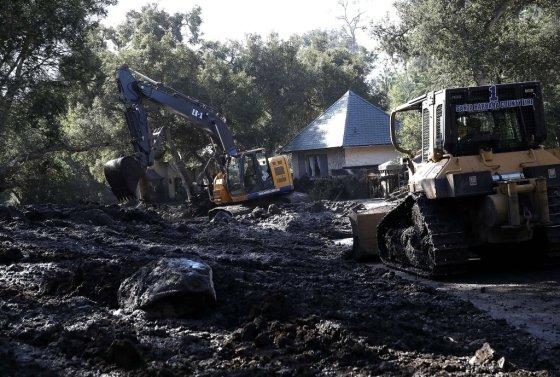 12일(현지시간) CNN 등에 따르면 캘리포니아 주 샌타바버라 몬테시토에서 발생한 산사태로 현재까지 17명이 숨졌다. /AFPBBNews=뉴스1