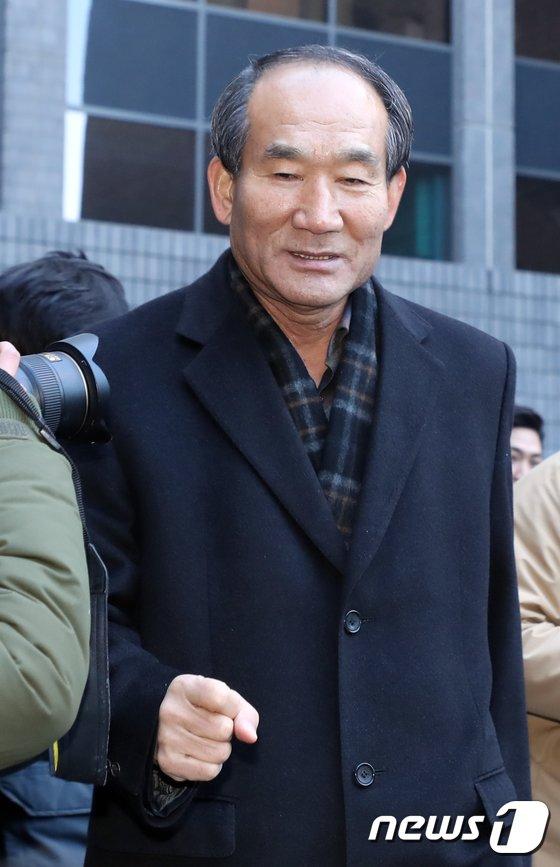 [사진]박승춘 '국정원 여론조작 공모 인정 못해'
