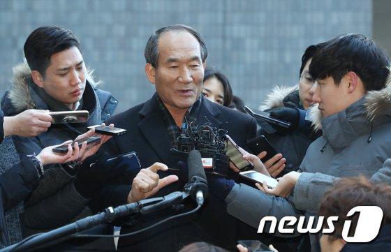 [사진]답변하는 박승춘 전 국가보훈처장