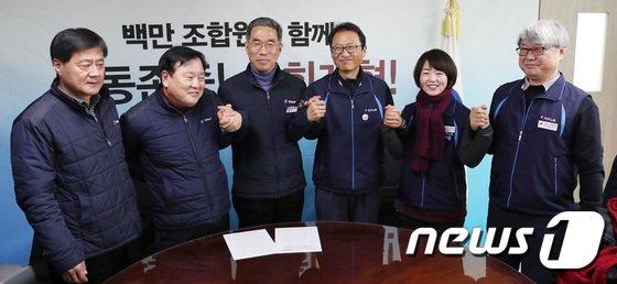 [사진]민주노총-한국노총 '손잡고 함께 갑시다'