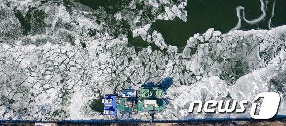 [사진]한강은 얼어붙는 중