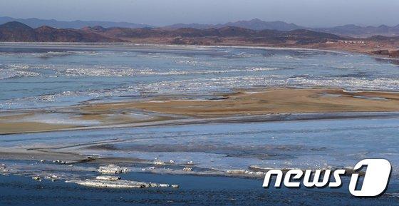 [사진]강추위가 만든 임진강 유빙