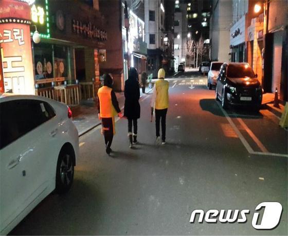 강동구 여성 안심귀가 스카우트(강동구 제공)© News1