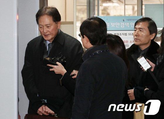 [사진]'김대중·노무현 음해공작' 국정원 간부 2명 영장심사