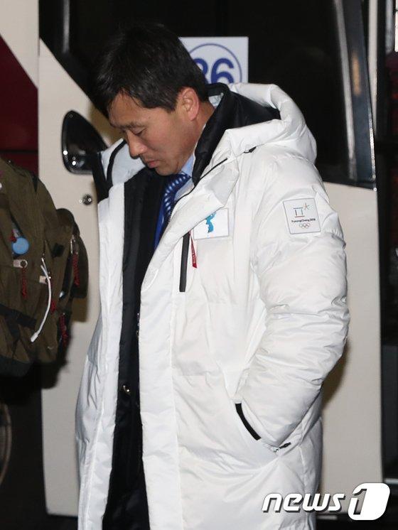 [사진]고개숙인 박철호 北 감독