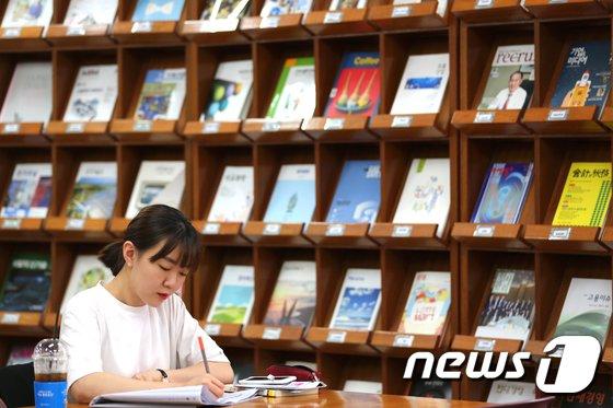 대학 도서관에서 공부하는 학생. (뉴스1DB) © News1 임준현 인턴기자