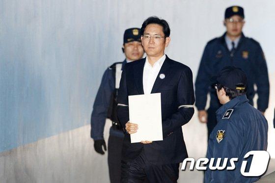 [사진]이재용 부회장 '항소심 선고 결과는..?'