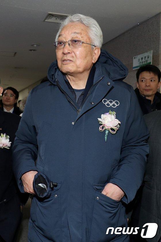 [사진]스포츠 외교 사진전 참석한 장웅 IOC위원