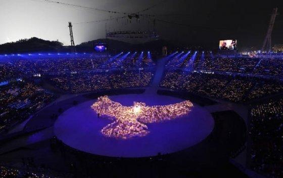 9일 개막식 '평화의 비둘기' 공연 장면. KT 5G 서비스가 접목된 최초의 공연이다.