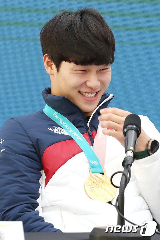 [사진]웃음 터진 윤성빈 '멋진 미소'