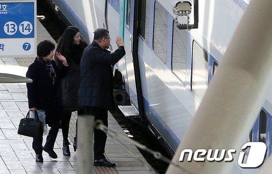 [사진]설연휴 막바지 '아쉬운 작별인사'