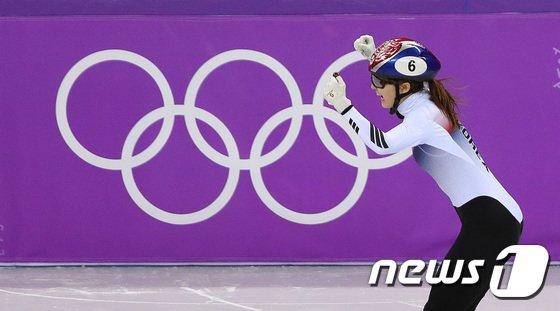 [사진]환호하는 최민정 '금메달 입니다'