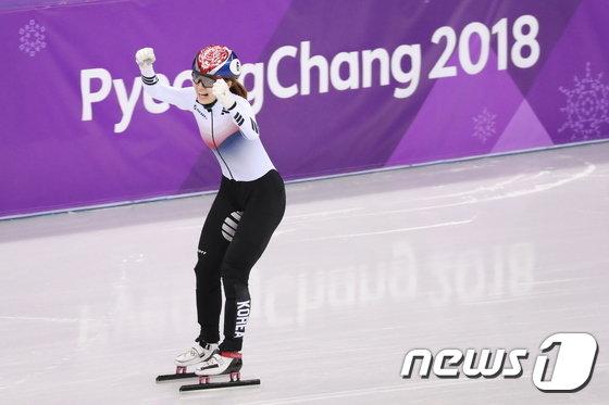 [사진]금메달 최민정 '두 손 번쩍'
