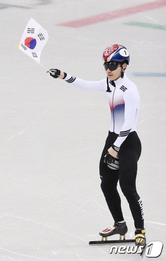 [사진]동메달 서이라 '태극기 흔들며'