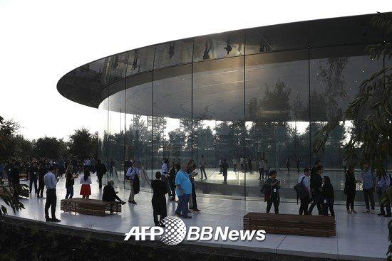 애플이 지난해 9월 신제품 공개행사를 한 애플파크 내 '스티브 잡스 극장'/AFPBBNews=뉴스1
