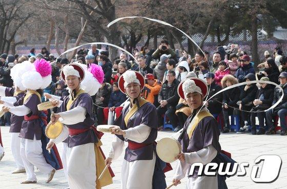 [사진]'흥겨운 농악 공연'