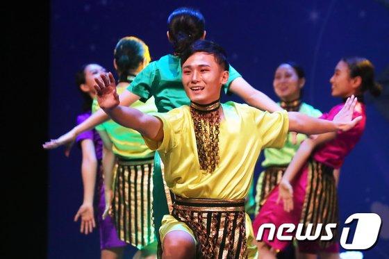 [사진]'즐거운 필리핀 댄스'
