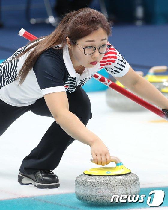 [사진]김선영 '신중한 투구'