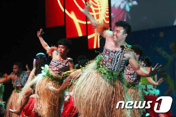 [사진]'흥겨운 남태평양 댄스'