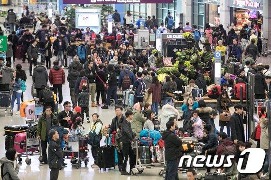 [사진]설연휴 마지막날 인천공항 '인산인해'