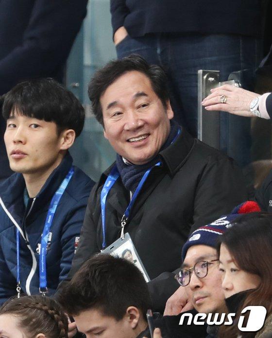 [사진]컬링 경기 관람하는 이낙연 총리