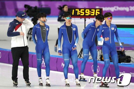 [사진]경기 준비하는 남자 팀추월