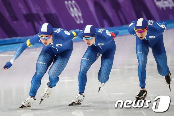 [사진]질주하는 한국 남자 스피드 팀추월