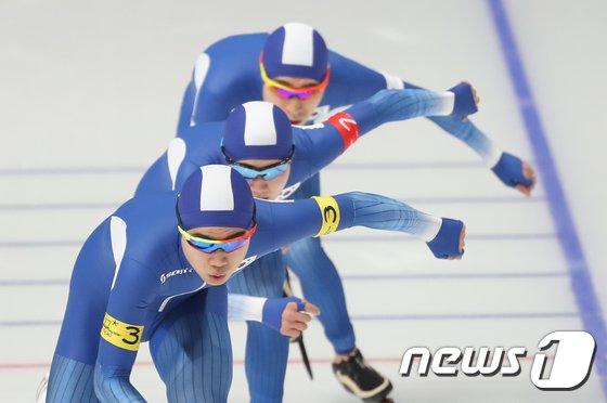 [사진]한국 男 팀추월 '힘찬 출발'