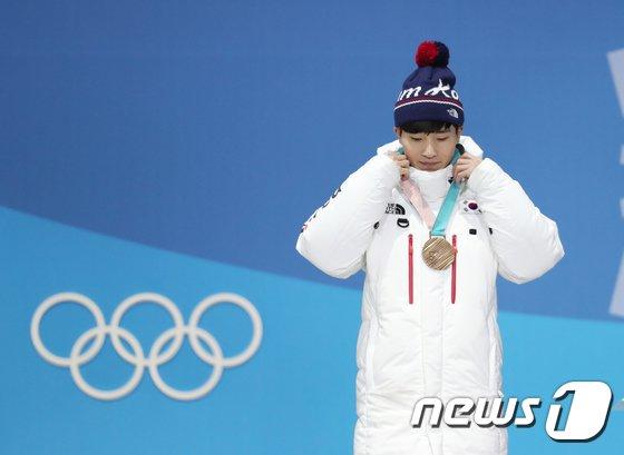 [사진]동메달 받은 쇼트트랙 서이라