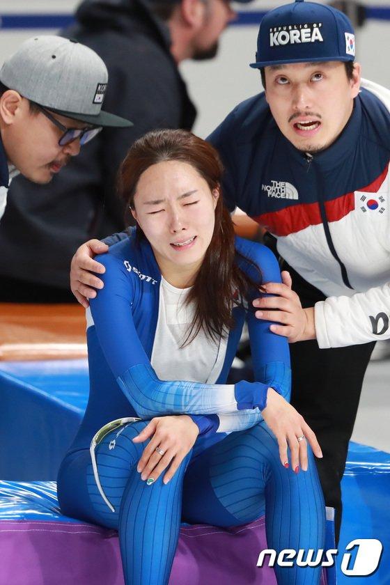 [사진]이상화 눈물 '울지말아요'