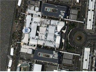필리핀 마닐라에 위치한, 필리핀 최대 규모, 전세계 3번째 규모의 쇼핑몰인 SM 몰 오브 아시아. 총 3개의 건물로 이어져있으며, 가로 직선거리가 300m가 넘는 대규모 쇼핑몰임/사진=과학기술정보통신부/한국항공우주연구원