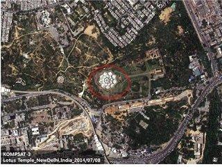 인도 델리에 위치한 바하이교의 사원. 일명 연꽃을 닮은 사원의 의미로 로터스 템플이라 불림. 세계에서 가장 아름다운 건축물로 꼽히며 높이 35m의 하얀 대리석 27개로 연꽃 잎을 표현함/사진=과학기술정보통신부/한국항공우주연구원